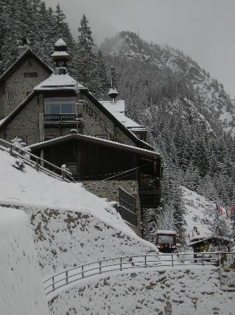 Hotel Madatsch: l'hotel sotto la neve