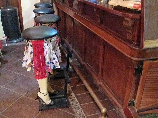 La Calma de Rita Pirque: Cool, funny bar chairs!