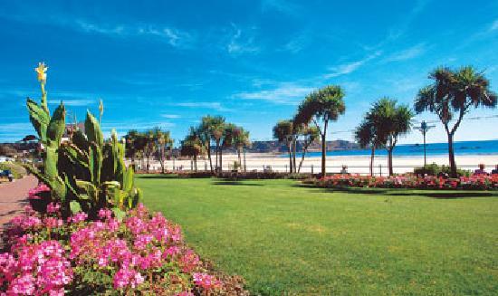 St. Brelade's Bay Beach : st brelades