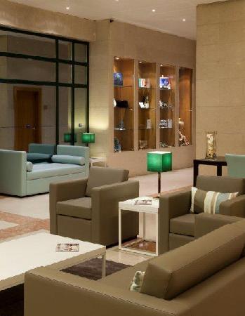 Tryp Montijo Parque Hotel: Lobby