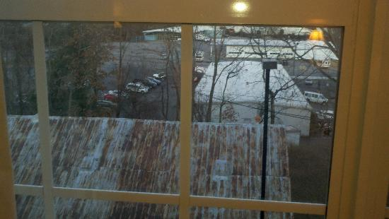 Country Inn & Suites By Carlson, Asheville West (Biltmore Estate): View outside from my room. Not so great.