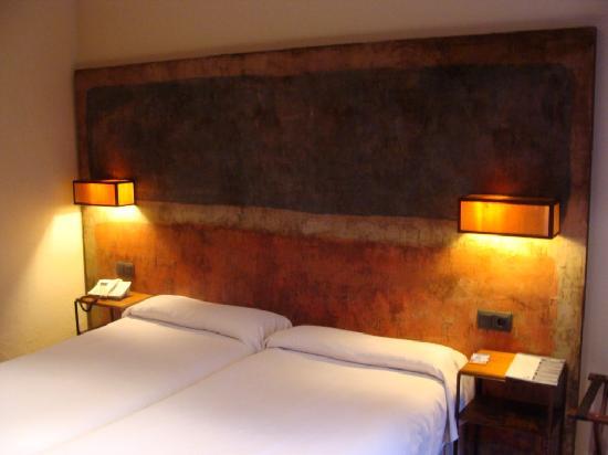 hotel santa cristina original y bonito cabecero