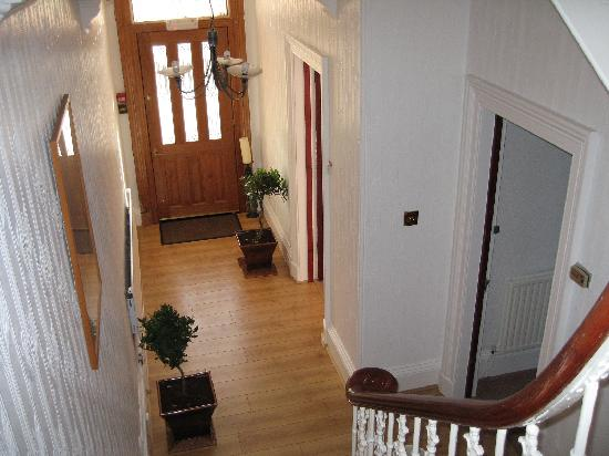 Ravenswood Guest House: Front Hall