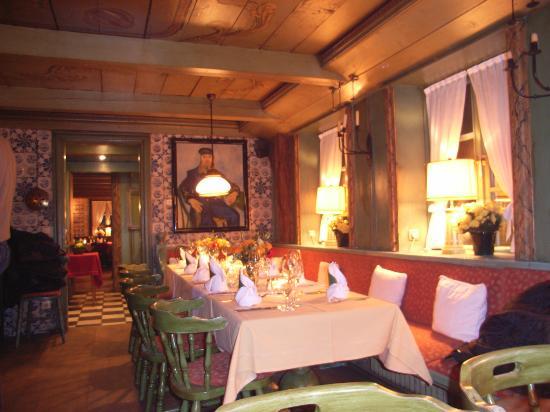 Dorfkrug Bar & Grill: Rustikal-gepflegte Gastlichkeit im Kampener Dorfkrug