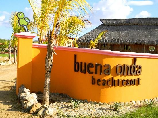 Buena Onda Beach Resort: Entrance.