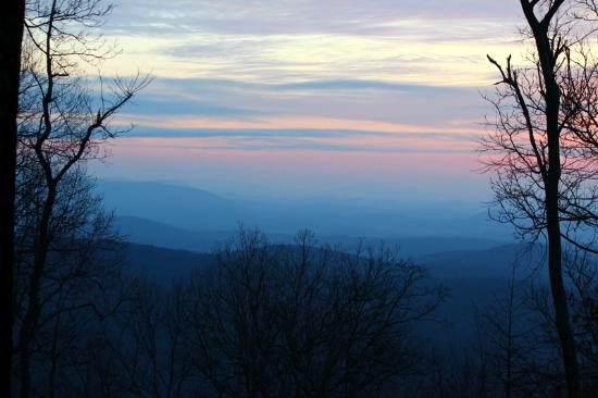 Len Foote Hike Inn: sunrise over the mountains