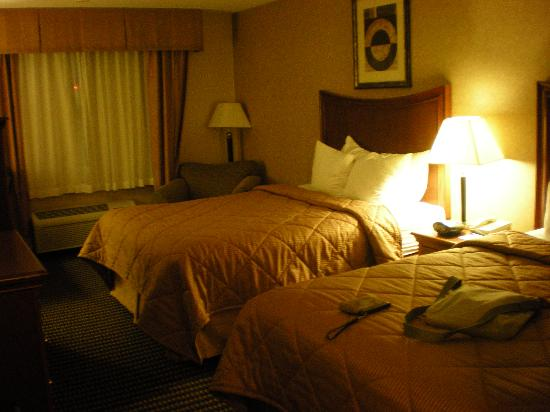 Comfort Inn & Suites: two double beds