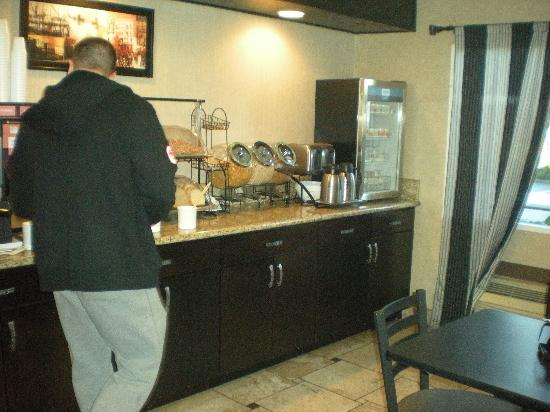 Comfort Inn & Suites Vancouver: More breakfast area