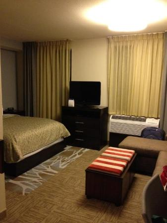 Staybridge Suites Stone Oak: Cute room!