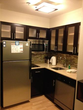 Staybridge Suites Stone Oak: Full kitchen
