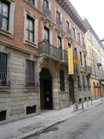 Museo Bagatti Valsecchi: La facciata del palazzo Bagatti Valsecchi