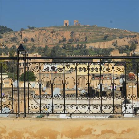 Riad Dezayn: Vue sur les Mérinides
