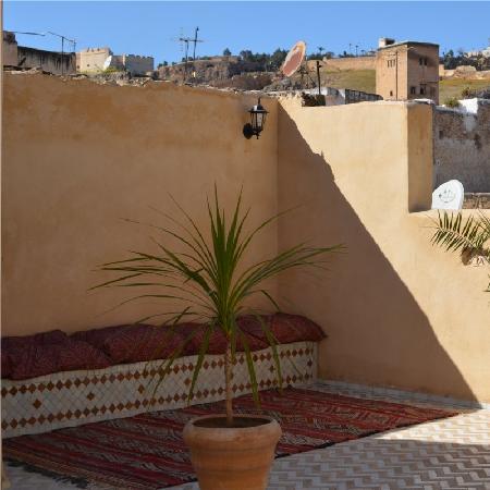 Riad Dezayn: détente sur la terrasse