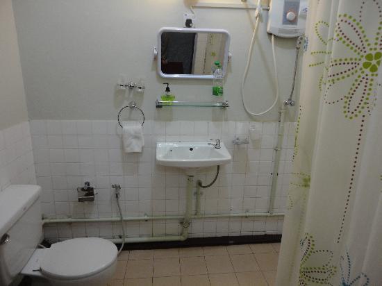 Cinderella Hotel: Bathroom