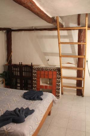 Amar Inn B&B: The smallest cabin room also has a little sleep loft, but no kitchen or ac, and not as much air