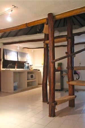 Amar Inn B&B: The largest cabin room with kitchen and sleep loft