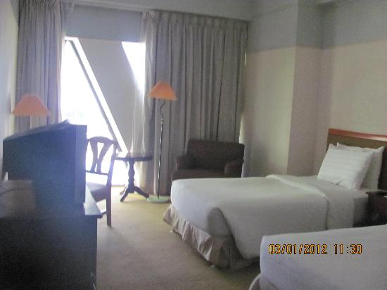بيرجايا ماكاتي هوتل: Hotel Room on the 12th Floor
