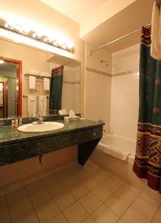 هيفلي بوتيك إن: Heffley Boutique Inn Bathroom