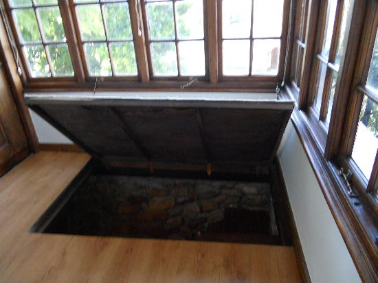 Rutland Lodge: trap door to shower room!
