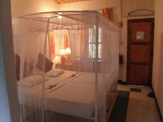 Nooit Gedacht Heritage Hotel: cama romantica
