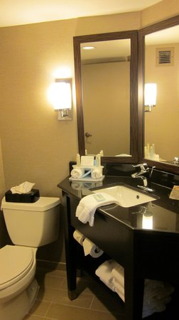 Holiday Inn Express Burlington: Updated bathroom