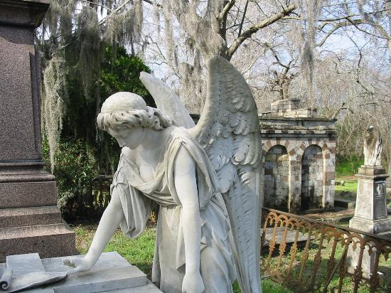 Laurel Grove North Cemetery: Statue - one of many awesome ones!