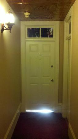 Bully's Restaurant & Pub: Door