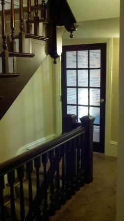 Bully's Restaurant & Pub: Stairwell