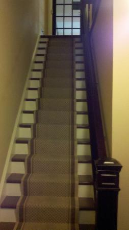 Bully's Restaurant and Pub: Stairs