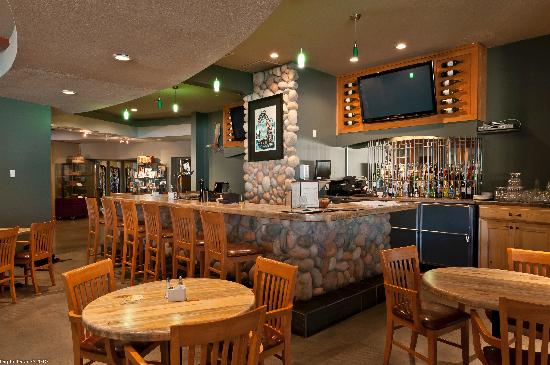 Quaaout Lodge - Jack Sam's Restaurant: The Lounge at the Quaaout Lodge & Talking Rock Golf Resort