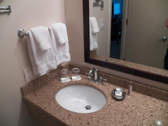 The Hotel at Turning Stone Resort: Bathroom Sink