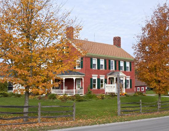 Hollister Hill Farm B&B: Farmhouse front