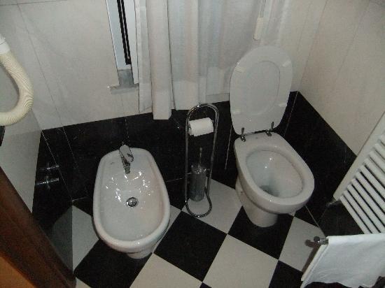 Hotel Villa Luisa : Bathroom
