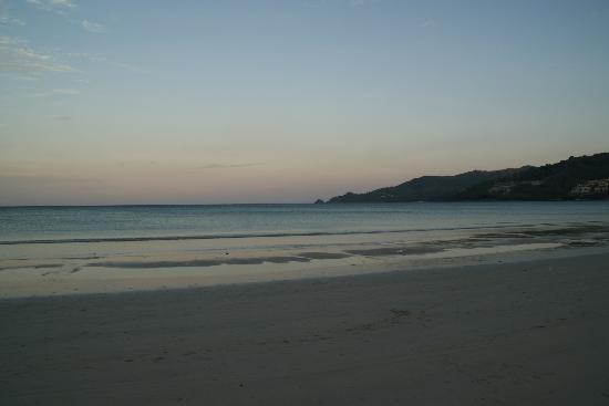 Nap Patong: パトンビーチまで歩いて5分くらい。1時間散歩しました。
