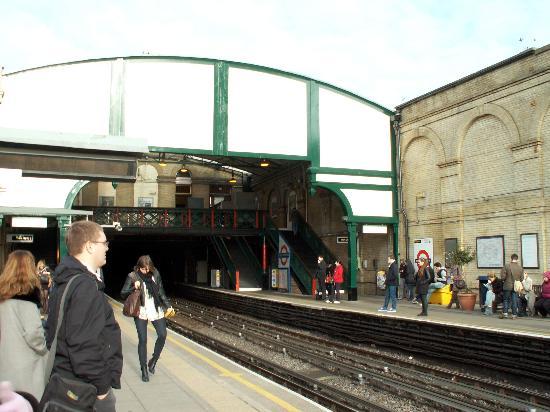 Ibis London Earls Court : West Brompton 駅
