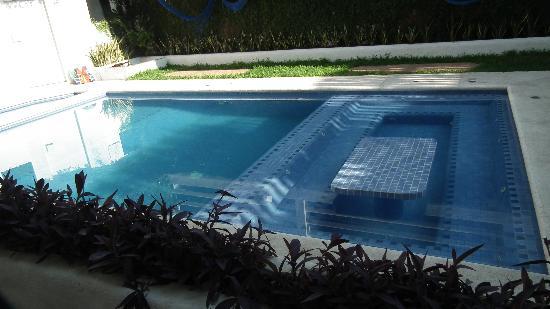 VillArena Bungalows: petite piscine avec un coté jacussi