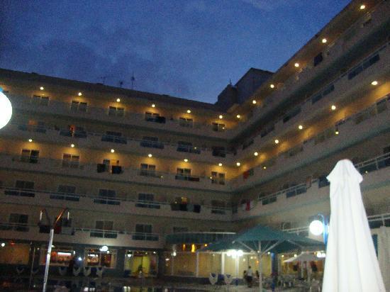 Santa Monica Playa: Vista hotel dalla piscina