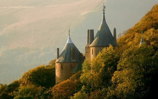 ‪The Castell Coch Tour‬