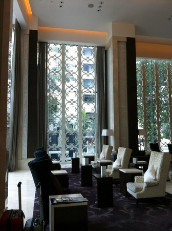 The St. Regis Bangkok : waiting area at ground floor