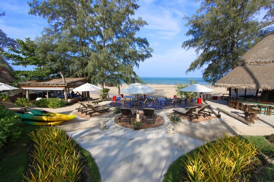 Lanta Castaway Beach Resort: Beach Front