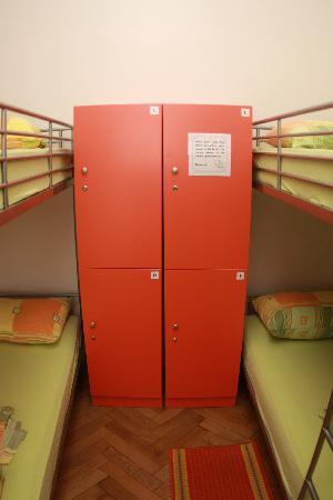 Old Town Hostel: 8 bed dorm
