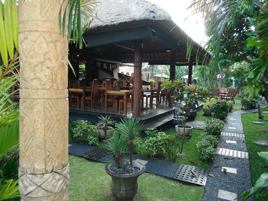Puri Madawi: bar/dining area
