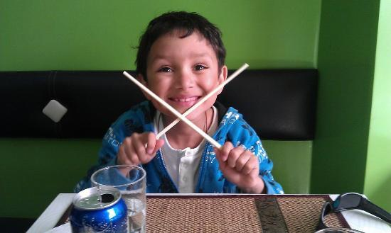 Green Wok : Junior likes Thai food (and chopsticks!)