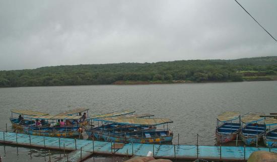 Venna Lake: Boats at lake