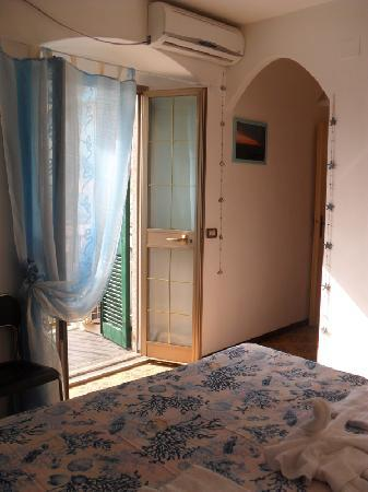 Starfish Holidays: room with sea view