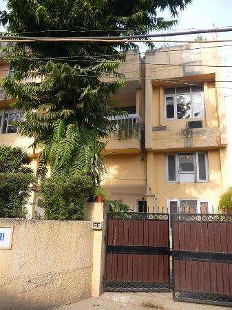Yatri House: voorzijde