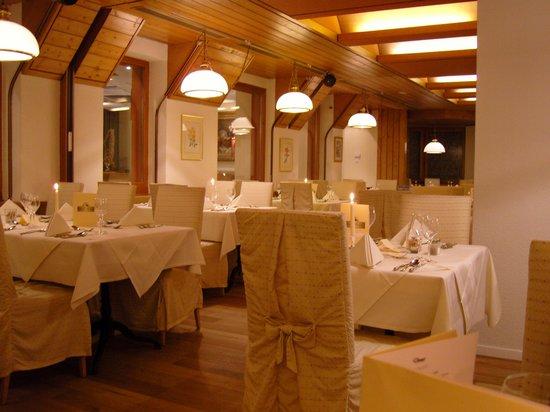 Hotel Silberhorn: Dining area
