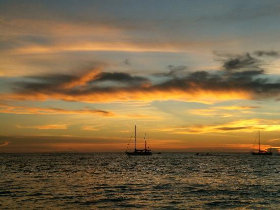 Melati Tanjung Motel: puesta de sol enfrente