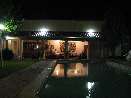 Colesberg Lodge: pool and patio