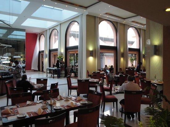 Crowne Plaza Hotel Nairobi: Buffet restaurant